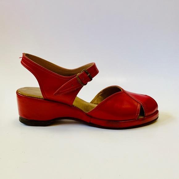 58f365ea7ed95 Vintage 1940s red leather peep toe wedge sandals